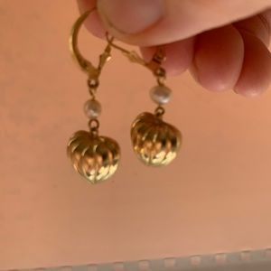 Estate 14kvpuffed heart earrings